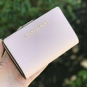Michael Kors Jet Set Leather Bifold Zip Wallet